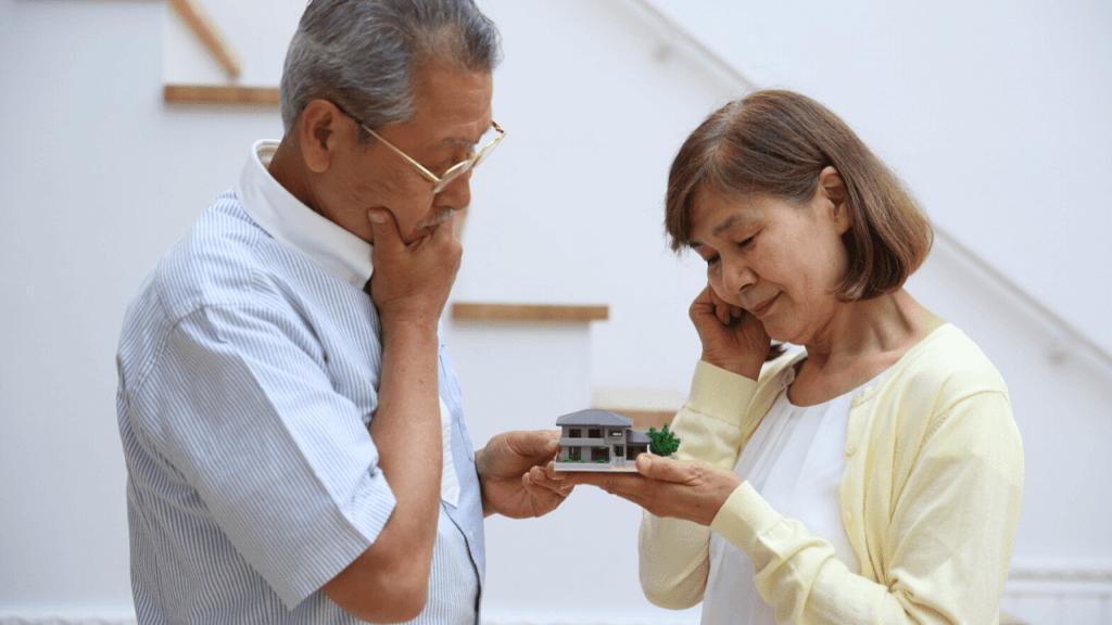 空き家の活用方法に悩む夫婦