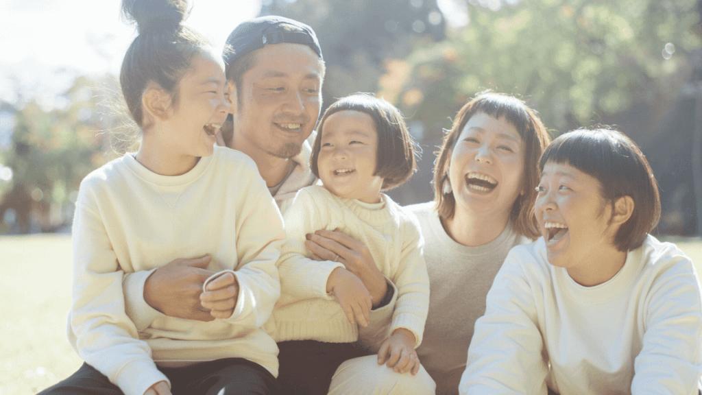 みんな笑顔の5人家族