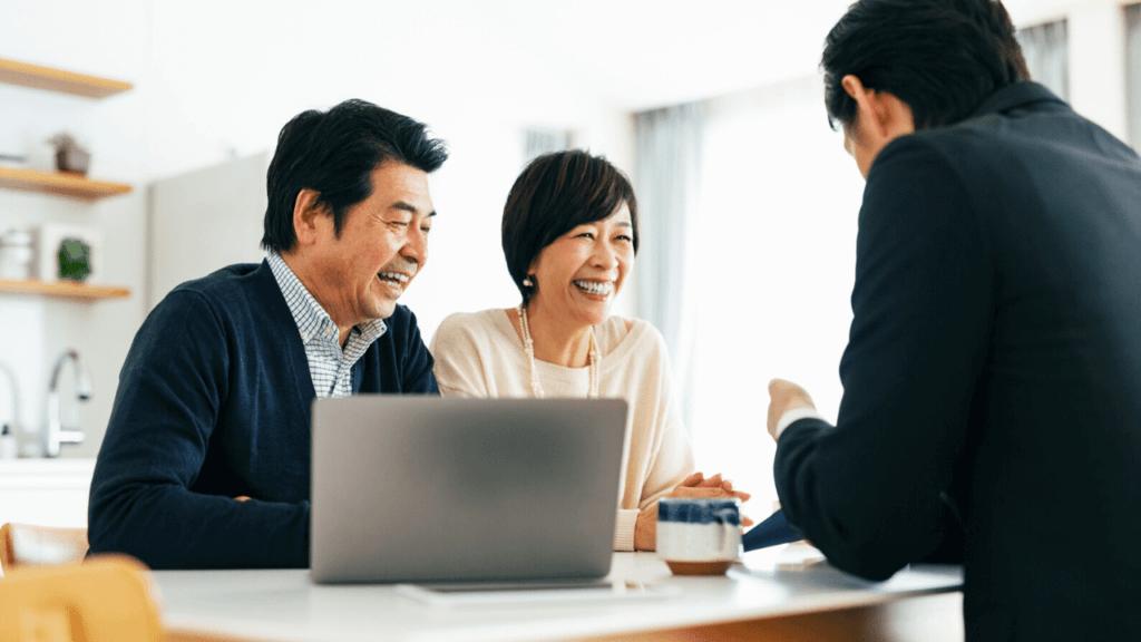 退職金の税金について相談する夫婦