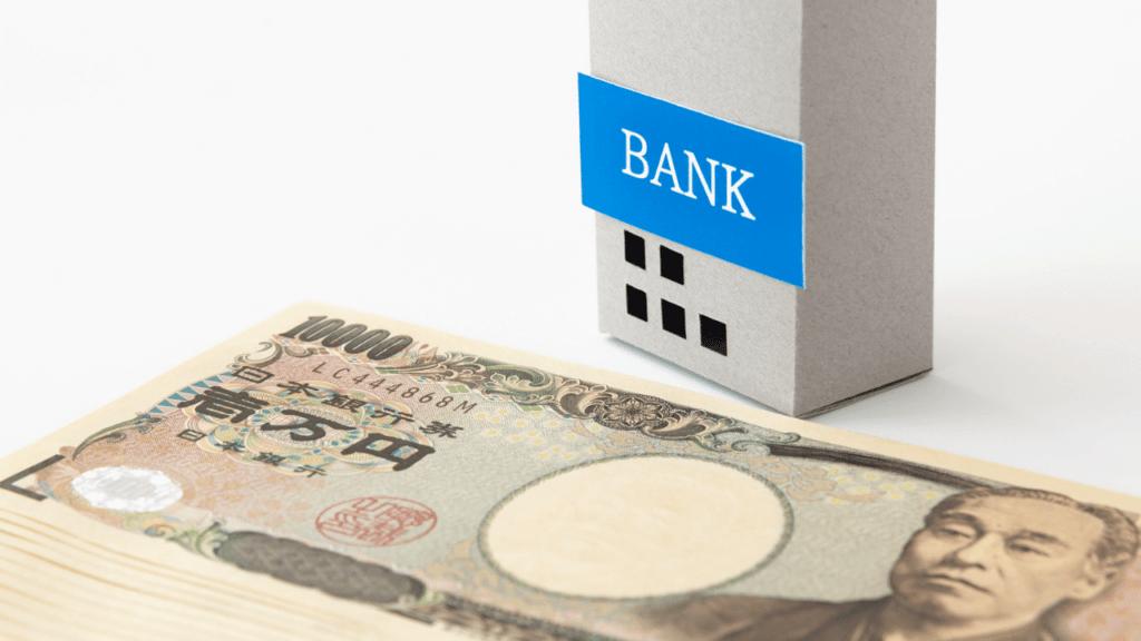 銀行の模型と札束