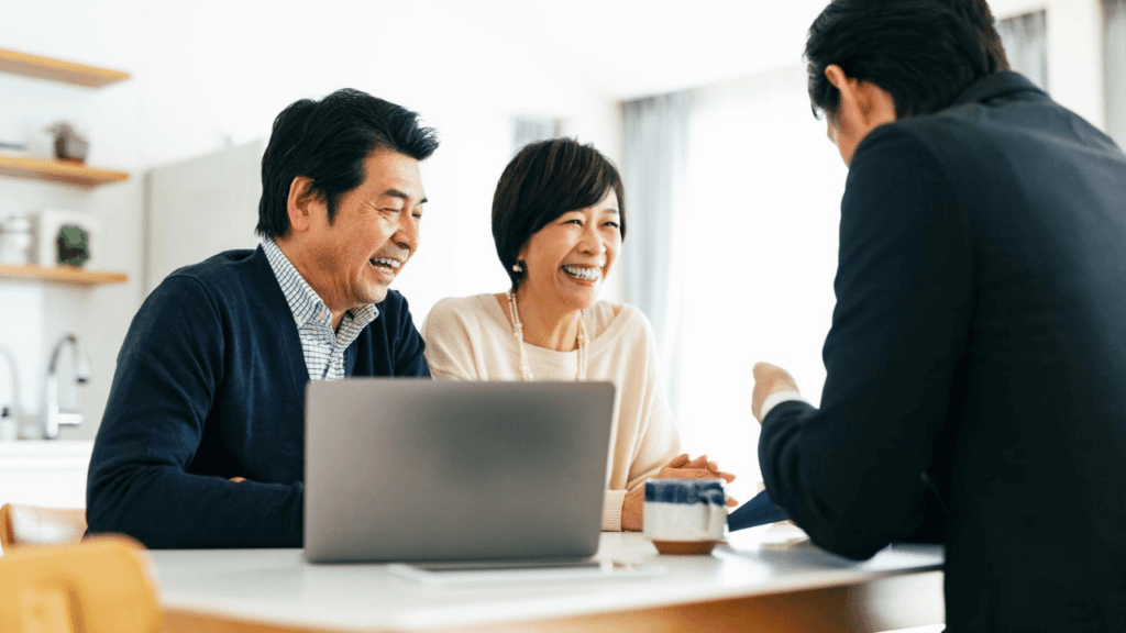 信頼できる業者にリフォームの相談をする夫婦