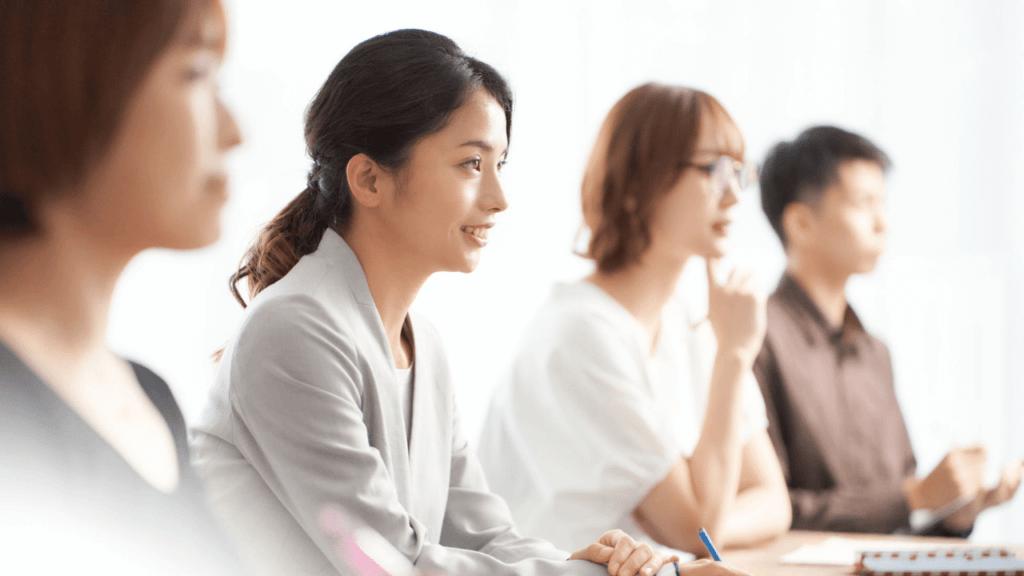 不動産投資セミナーで学ぶ人たち
