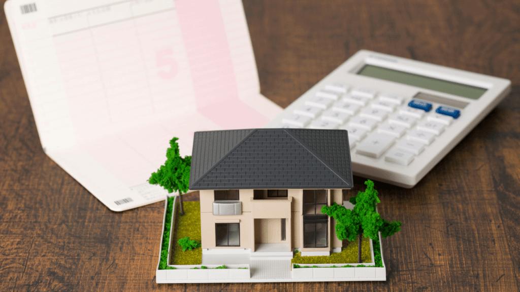 家の模型と通帳